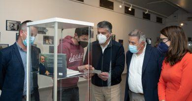 El alcalde invita a visitar la exposición de fotos conmemorativa del 60 Aniversario de Las Protegidas