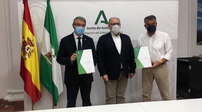 Firman el protocolo para la construcción de los centros de salud de Rincón de la Victoria y Nerja